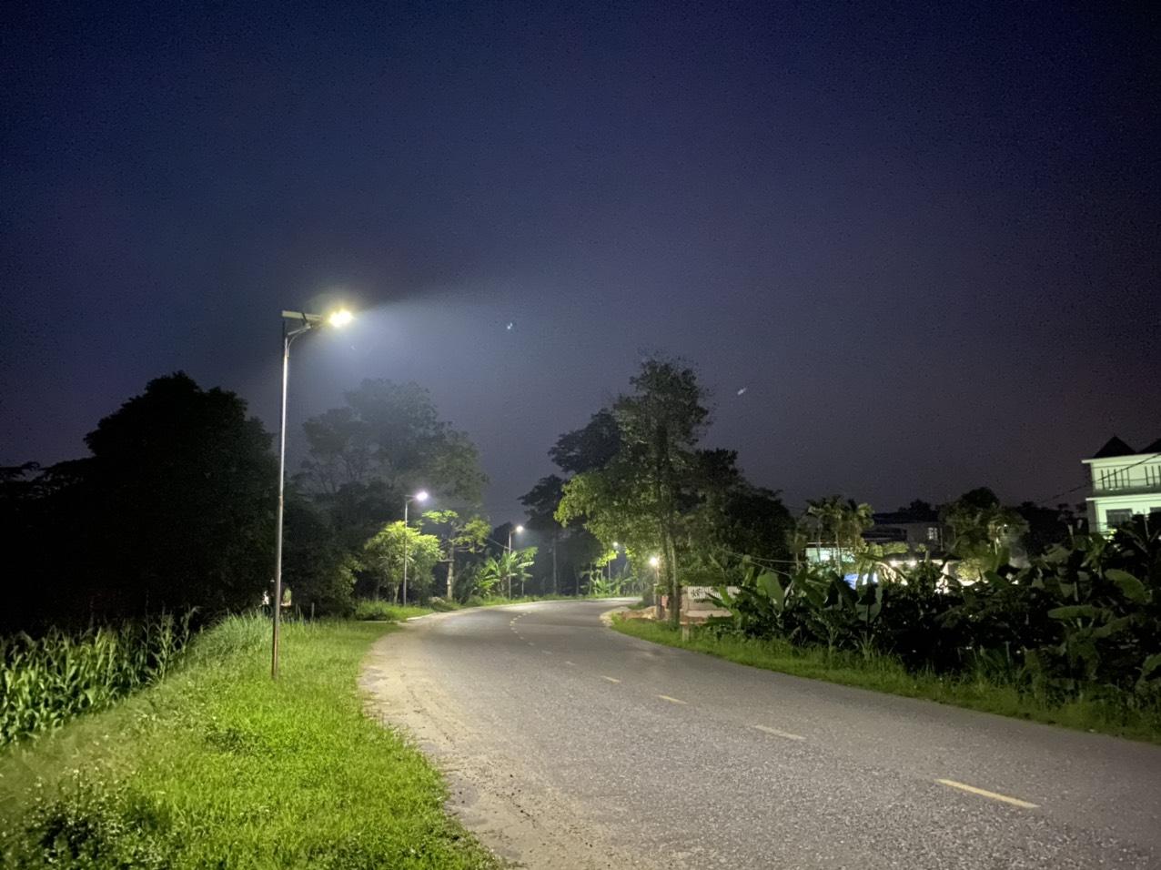 Đèn đường lá năng lượng 100w.5