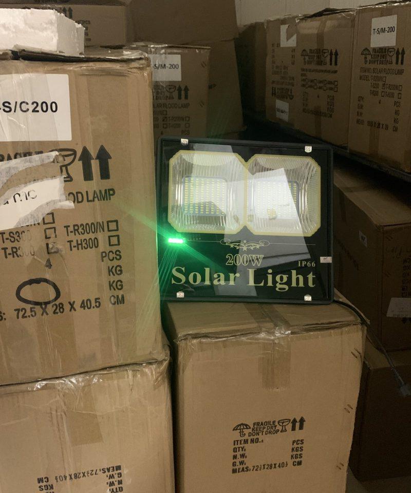 den-nang-luong-gia-re-den-nang-luong-mat-troi-solar-light