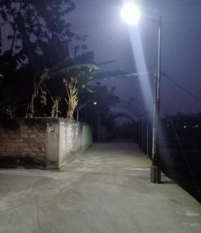 den-duong-nang-luong-mat-troi-200w-sieu-sang-j200