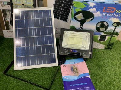 den-nang-luong-mat-troi-bao-pin-100w-den-solar-light-100w