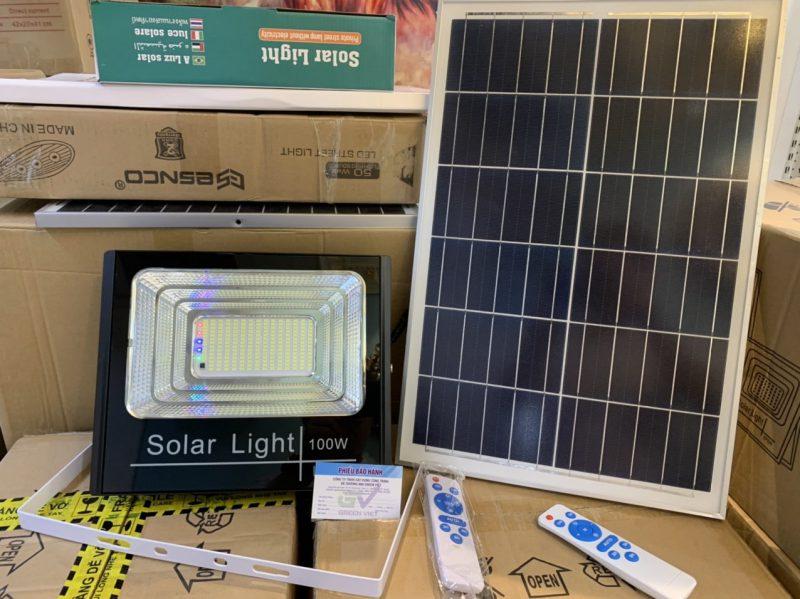 mua-den-nang-luong-100w-den-nang-luong-solar-light-cao-cap-green-viet