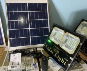 gia-den-nang-luong-mat-troi-100w-den-solar-light-green-viet